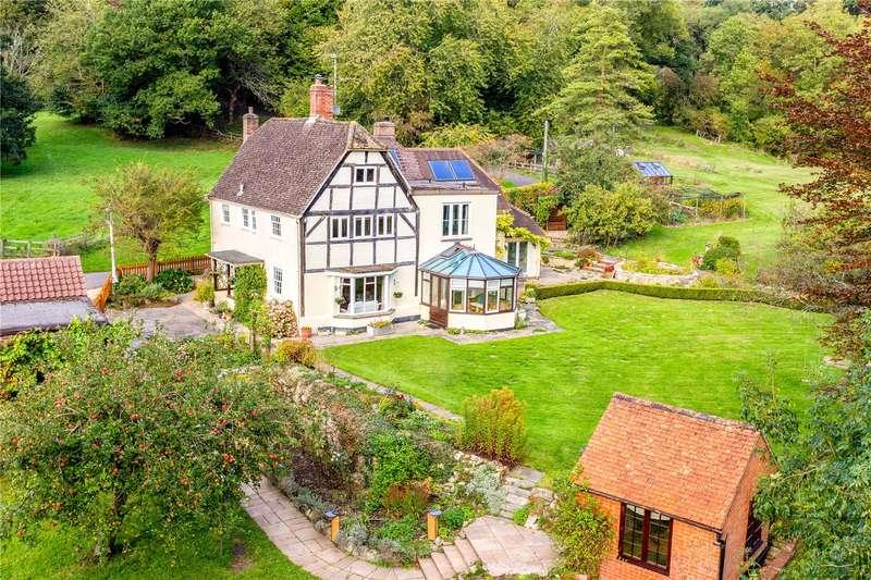 5 Bedrooms Detached House for sale in Potterne Road, Devizes, Wiltshire, SN10