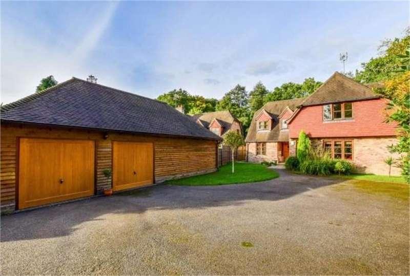 5 Bedrooms Detached House for sale in Copthorne Road, Felbridge, Surrey