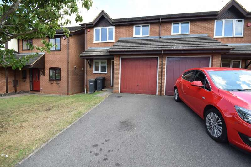 3 Bedrooms Terraced House for rent in Tameton Close, Luton, Bedfordshire, LU2