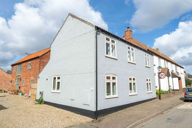 3 Bedrooms Semi Detached House for sale in Foulsham