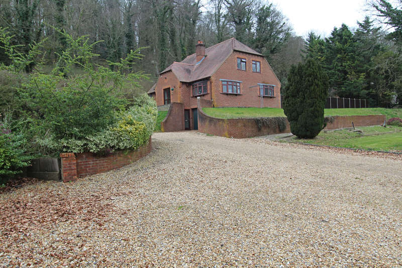6 Bedrooms Detached House for sale in Green Lane, Hambledon