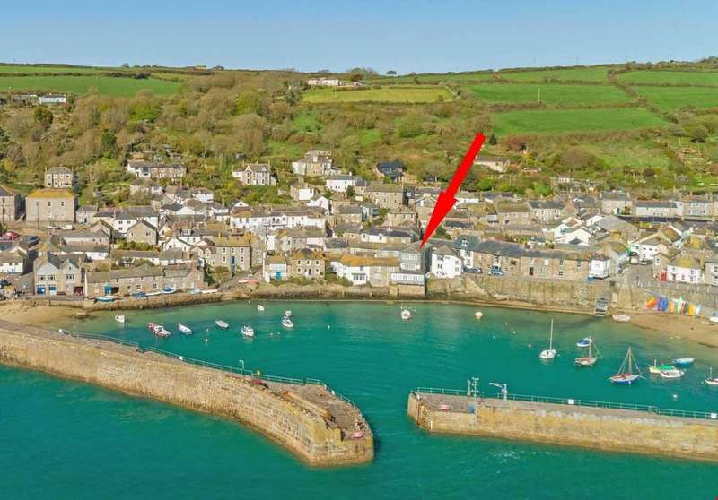 2 Bedrooms Penthouse Flat for sale in Mousehole, Nr. Penzance, West Cornwall