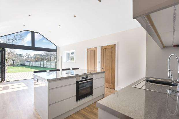 2 Bedrooms Cottage House for sale in Locks Ride, Ascot, Berkshire