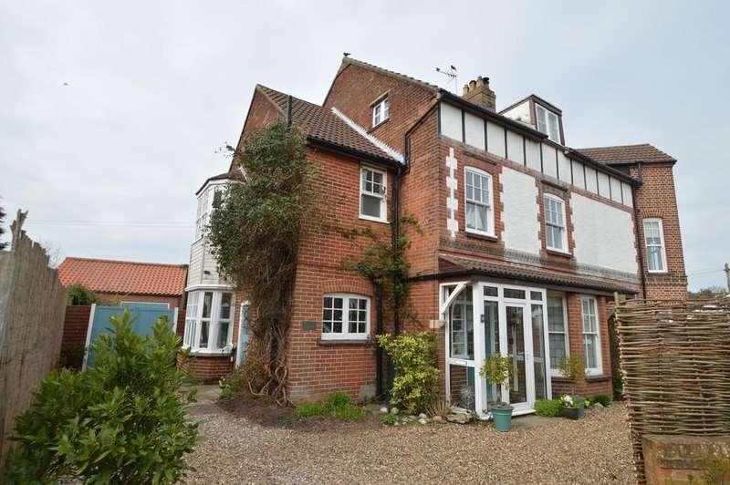 6 Bedrooms Semi Detached House for sale in West Runton