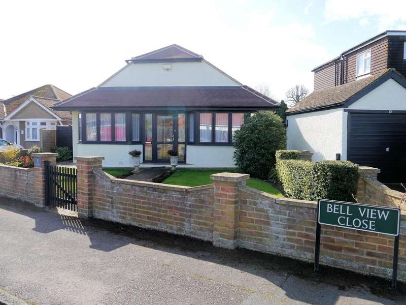 2 Bedrooms Detached Bungalow for sale in Bell View Close, Windsor SL4