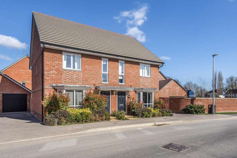 3 Bedrooms House for sale in Fullbrook Avenue, Reading, RG7