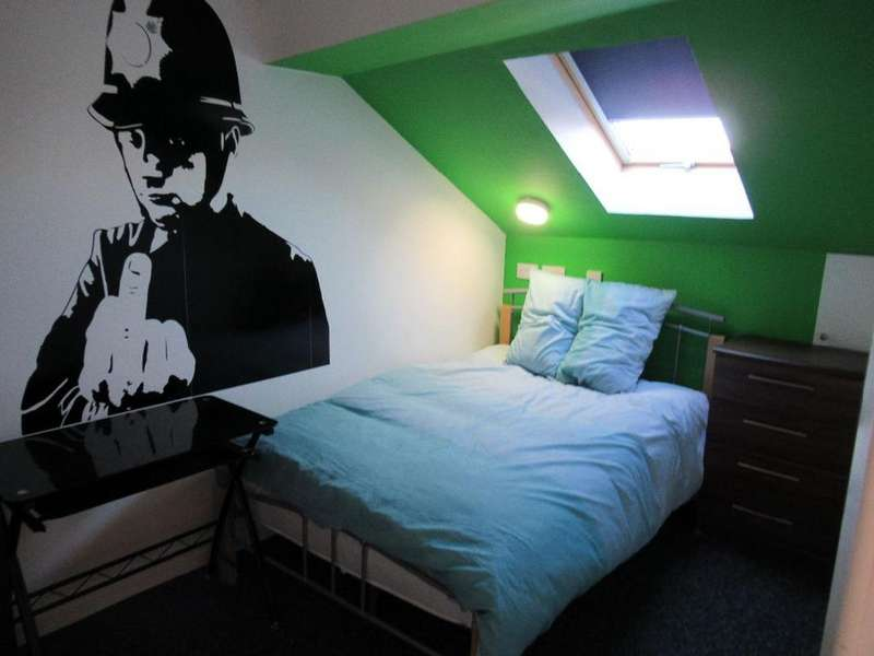 6 Bedrooms Terraced House for rent in Kelso Rd, Kensington