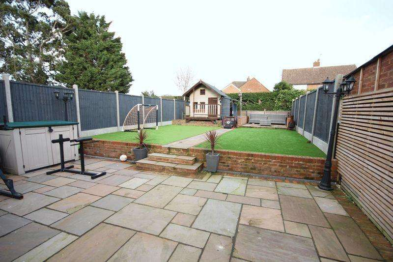 3 Bedrooms Semi Detached House for sale in 3 bed extended in Caddington