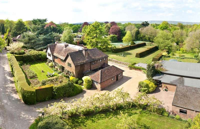 5 Bedrooms Detached House for sale in Kent Hatch Road, Limpsfield Chart, Oxted, Surrey, RH8