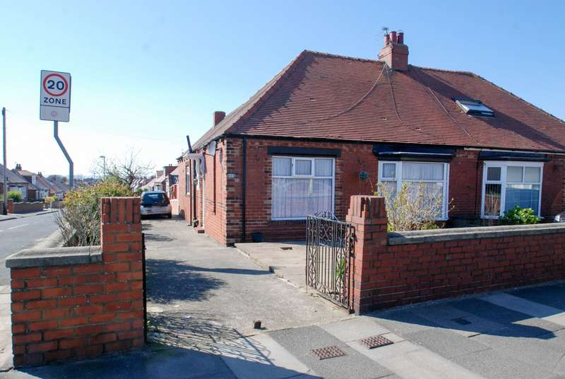 3 Bedrooms Bungalow for sale in Highfield Road, South Shields
