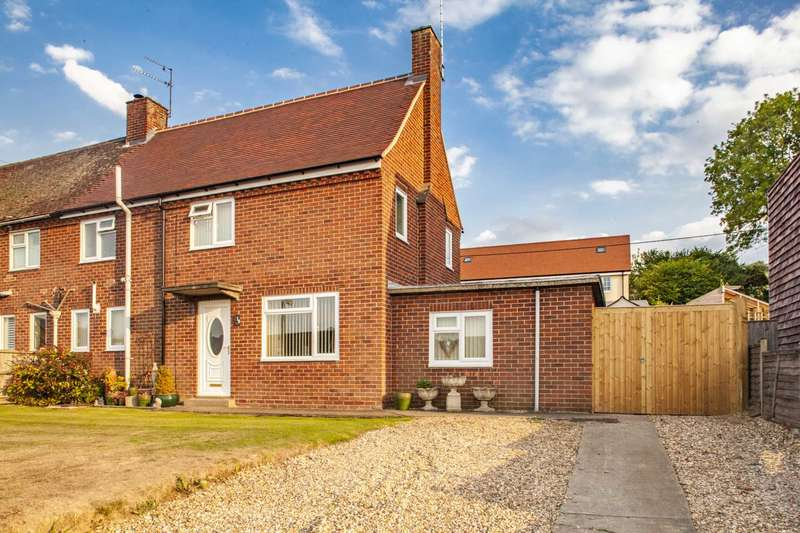 3 Bedrooms Semi Detached House for sale in Cleeve Down, Goring