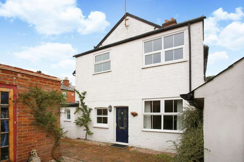 3 Bedrooms Semi Detached House for sale in Upper Village Road, Sunninghill