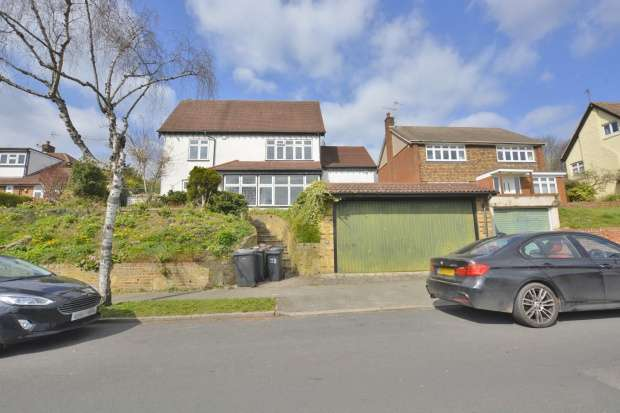 5 Bedrooms Detached House for sale in The Grove, Coulsdon, Surrey, CR5 2BH