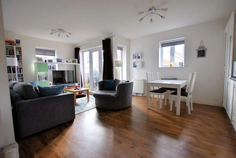 2 Bedrooms Flat for sale in Ashdown House, Reading