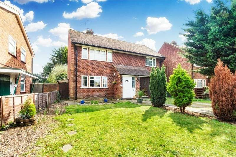 2 Bedrooms Maisonette Flat for sale in Beaumont Court, Post Office Lane, George Green, Buckinghamshire