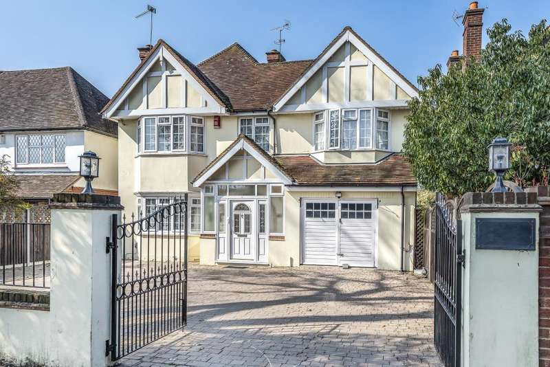 4 Bedrooms Detached House for sale in Watchetts Drive, Camberley, Surrey, GU15