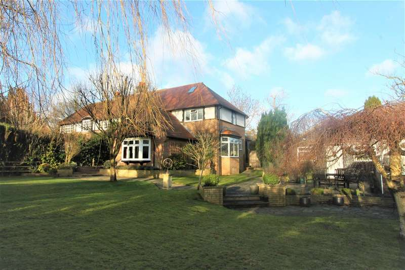 4 Bedrooms Property for sale in Hempstead Road, Bovingdon