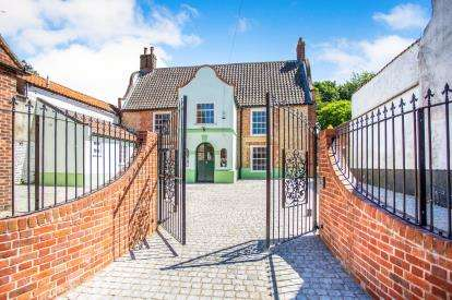 5 Bedrooms Link Detached House for sale in Fakenham, Norfolk