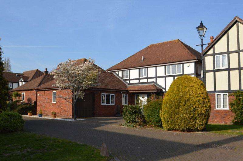 4 Bedrooms Detached House for sale in Holmwood Gardens, Westbury-on-Trym