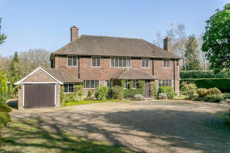 5 Bedrooms Detached House for sale in Blackhorse Road, Woking, Surrey, GU22