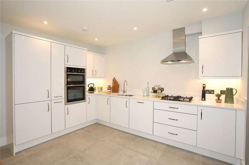 3 Bedrooms Terraced House for sale in Heather Place, Lower Road, Forest Row, East Sussex, RH18