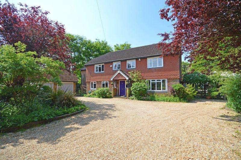 5 Bedrooms Detached House for sale in Beech Lane, Grayshott
