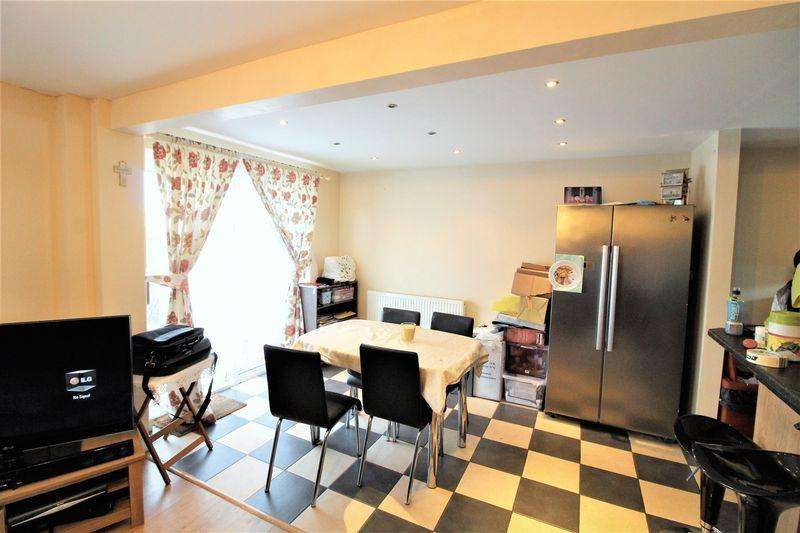 3 Bedrooms End Of Terrace House for sale in A Great First Time Buy on Wexham Close, Luton