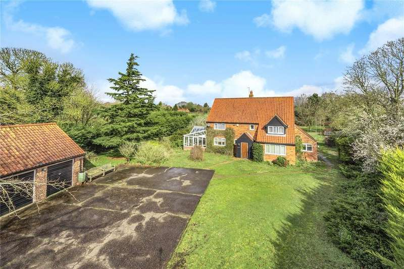 4 Bedrooms Detached House for sale in Yarmouth Road, Ditchingham, Bungay, Norfolk
