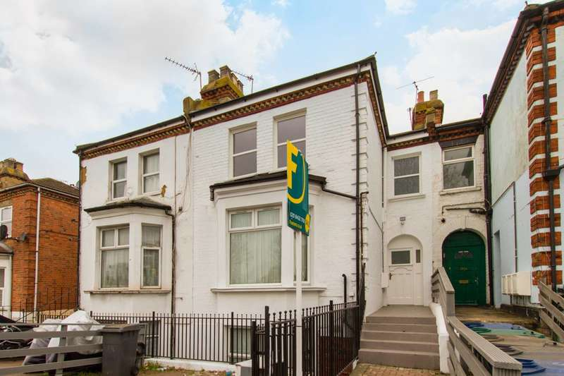 2 Bedrooms Flat for sale in Ballards Lane, Finchley Central, N3, Finchley Central, N3