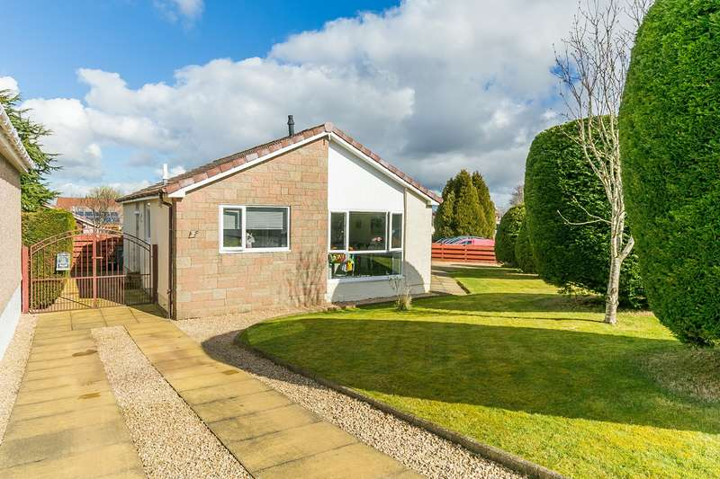 3 Bedrooms Bungalow for sale in Rowantree Grove, Currie, EH14
