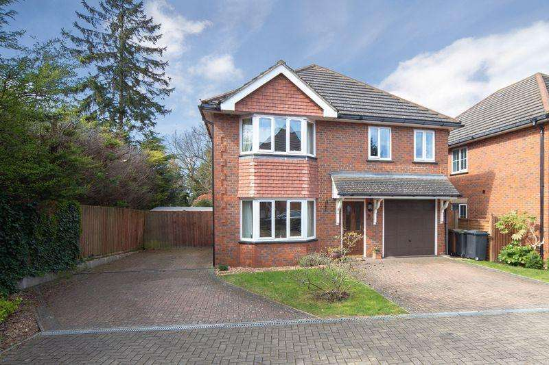 5 Bedrooms Detached House for sale in Stunning 5 bed detached close to Old Bedford Road in a private cul de sac