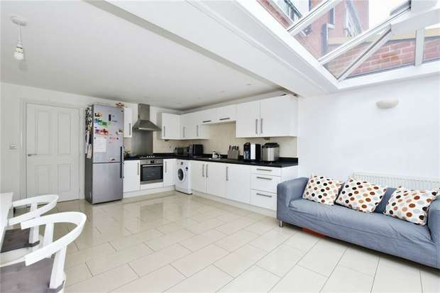 4 Bedrooms Town House for sale in Chadwick Road, Langley, Berkshire