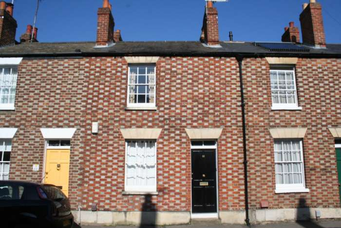 2 Bedrooms Terraced House for rent in Observatory Street, Walton Manor
