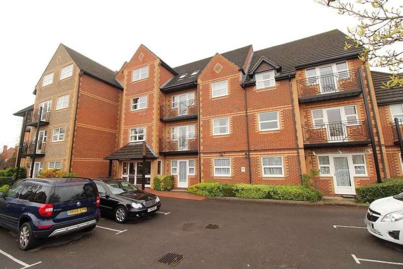 2 Bedrooms Flat for sale in Marlborough House, Northcourt Avenue, Reading