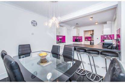 4 Bedrooms Semi Detached House for sale in Dalby Avenue, Birstall, Leicester, Leicestershire