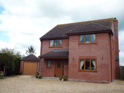 4 Bedrooms Detached House for sale in Castle Cary, Somerset