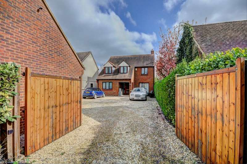 4 Bedrooms Detached House for sale in Thame Road, Chinnor