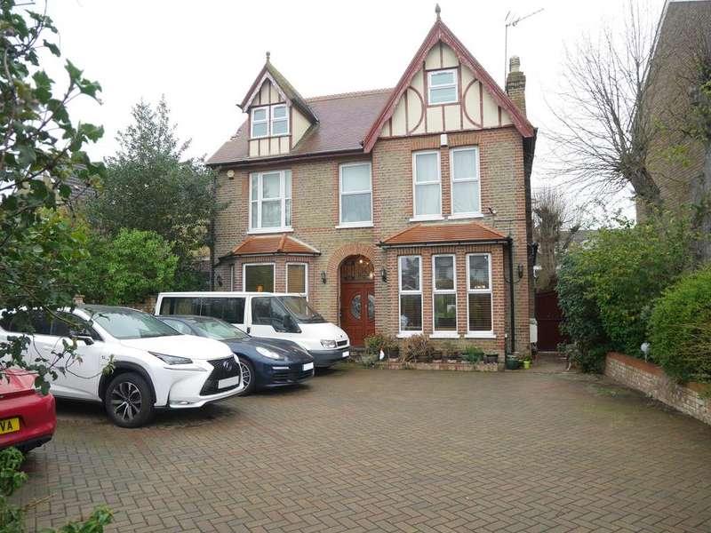7 Bedrooms Detached House for sale in Fordbridge Road, Ashford TW15