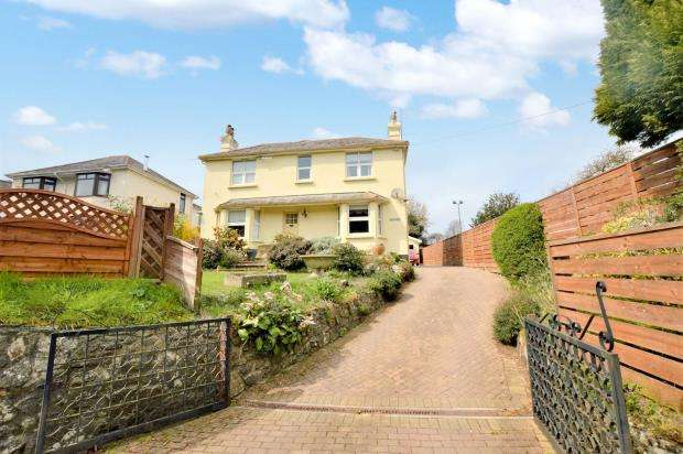 3 Bedrooms Detached House for sale in Plymouth Road, Buckfastleigh, Devon