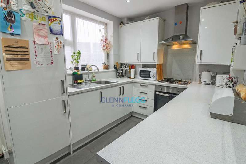 2 Bedrooms End Of Terrace House for sale in Ryvers School Catchment, Gosling Road, Langley.