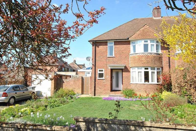 3 Bedrooms Semi Detached House for sale in Spinney Close, Emmer Green, Reading