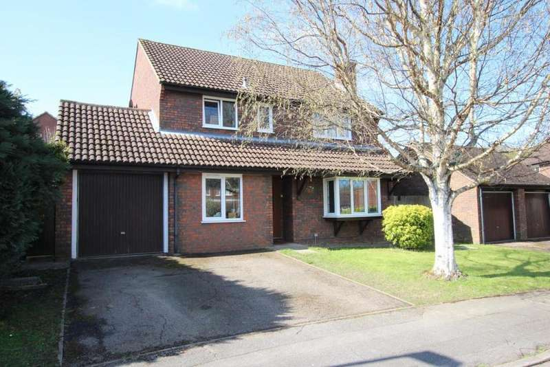 5 Bedrooms Detached House for sale in Foxglove Close, Wokingham, RG41