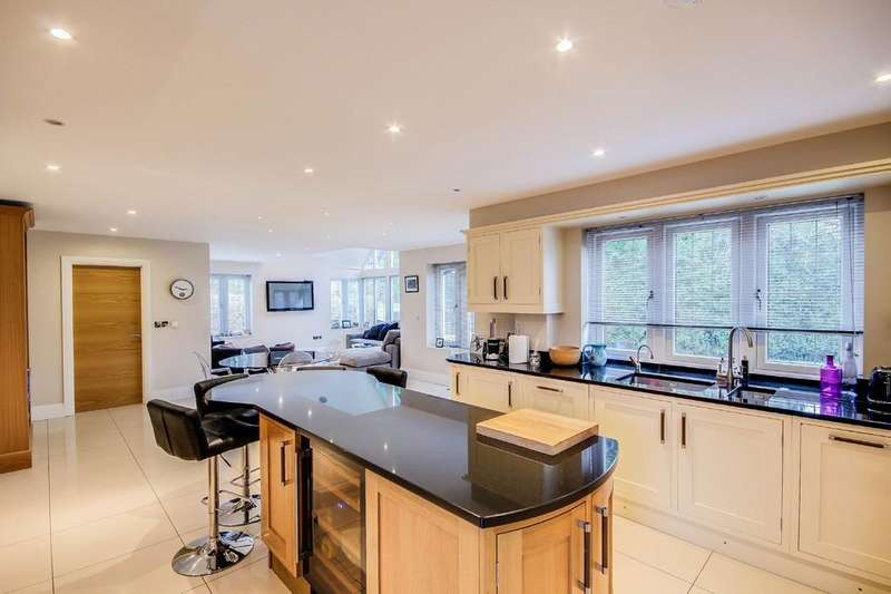 5 Bedrooms Detached House for sale in Chipstead, Surrey