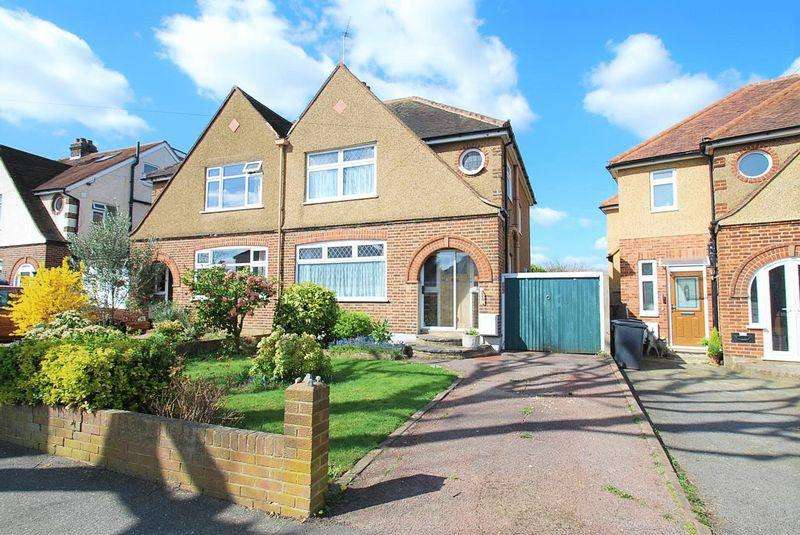 3 Bedrooms Semi Detached House for sale in Somerset Avenue, Chessington