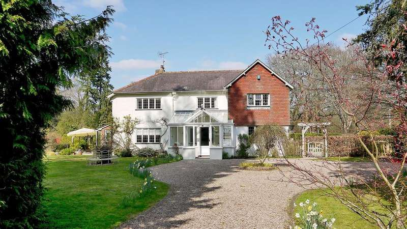 5 Bedrooms Detached House for sale in Mill Lane, Burley, Ringwood, BH24