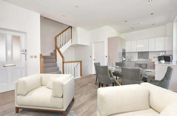 3 Bedrooms Maisonette Flat for sale in Woodside Avenue, Muswell Hill, London, N10