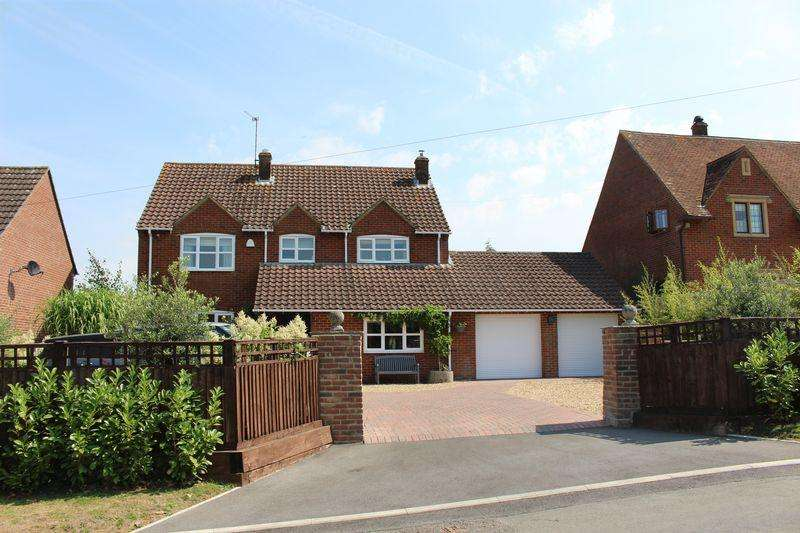 4 Bedrooms Village House for sale in Church Road, Heddington
