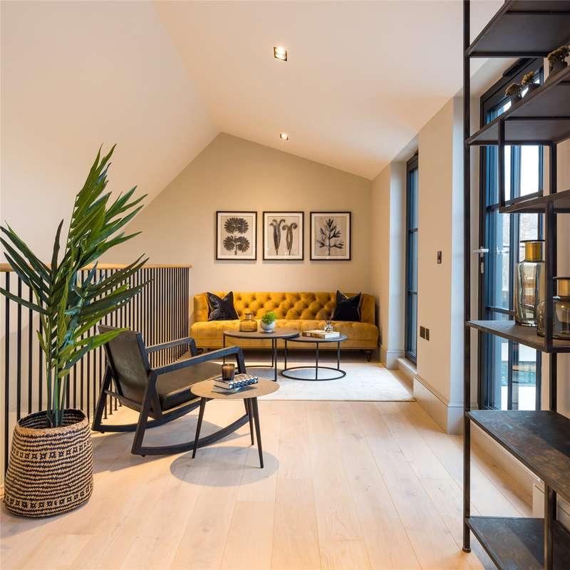3 Bedrooms Flat for sale in Cabul Road, Battersea, London, SW11