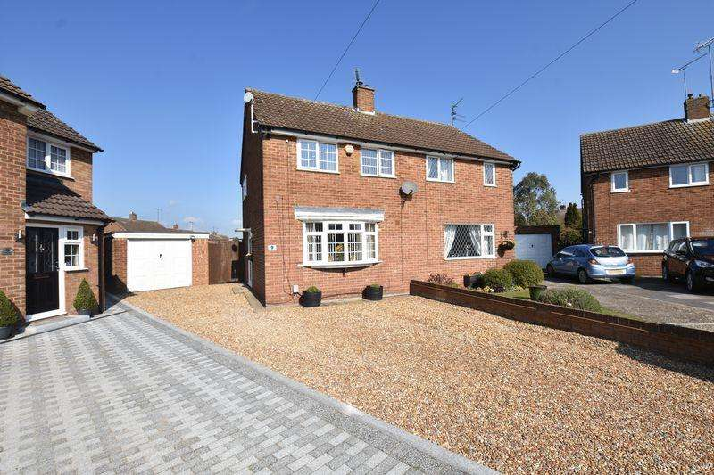 3 Bedrooms Semi Detached House for sale in Oakwood Drive, Luton