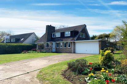 3 Bedrooms Detached House for sale in Potton Road, Sutton, Sandy, Bedfordshire